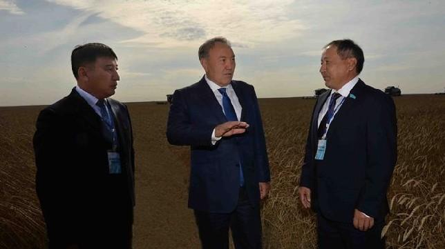 Н.Назарбаев посетил крестьянское хозяйство «Утеулин» в Костанайской области