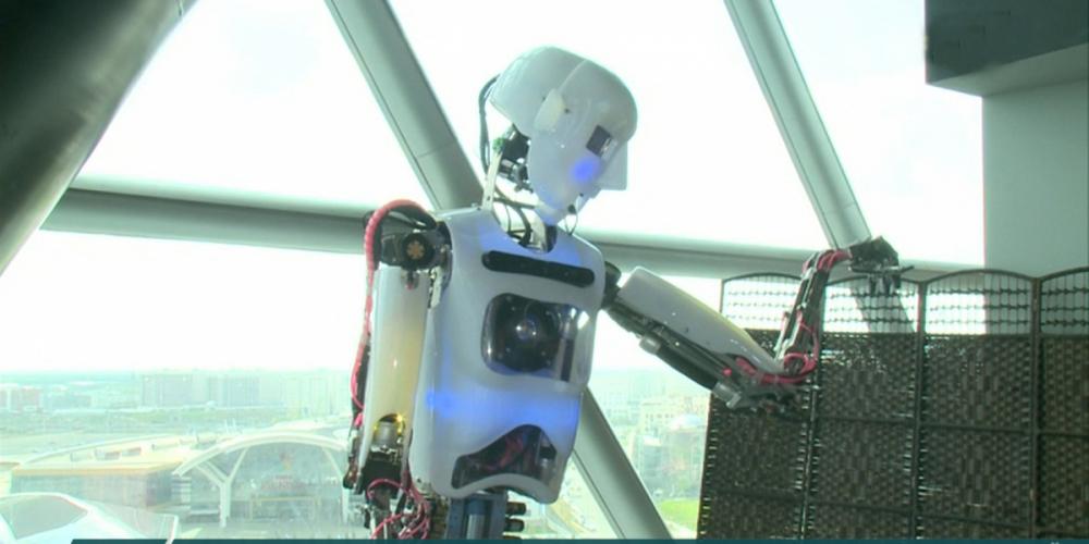 Жители Астаны смогут попасть на бал роботов